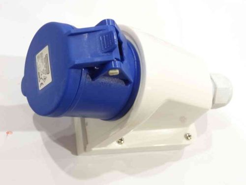 240V 32A Blue Industrial Wall Socket IP44